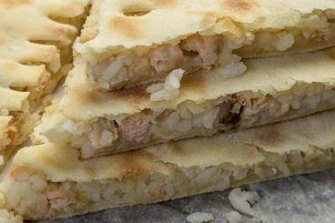 Классические рецепты: пирог с рыбой и рисом